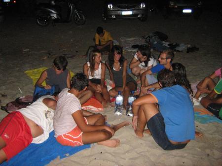 falò sulla spiaggia a Ferragosto